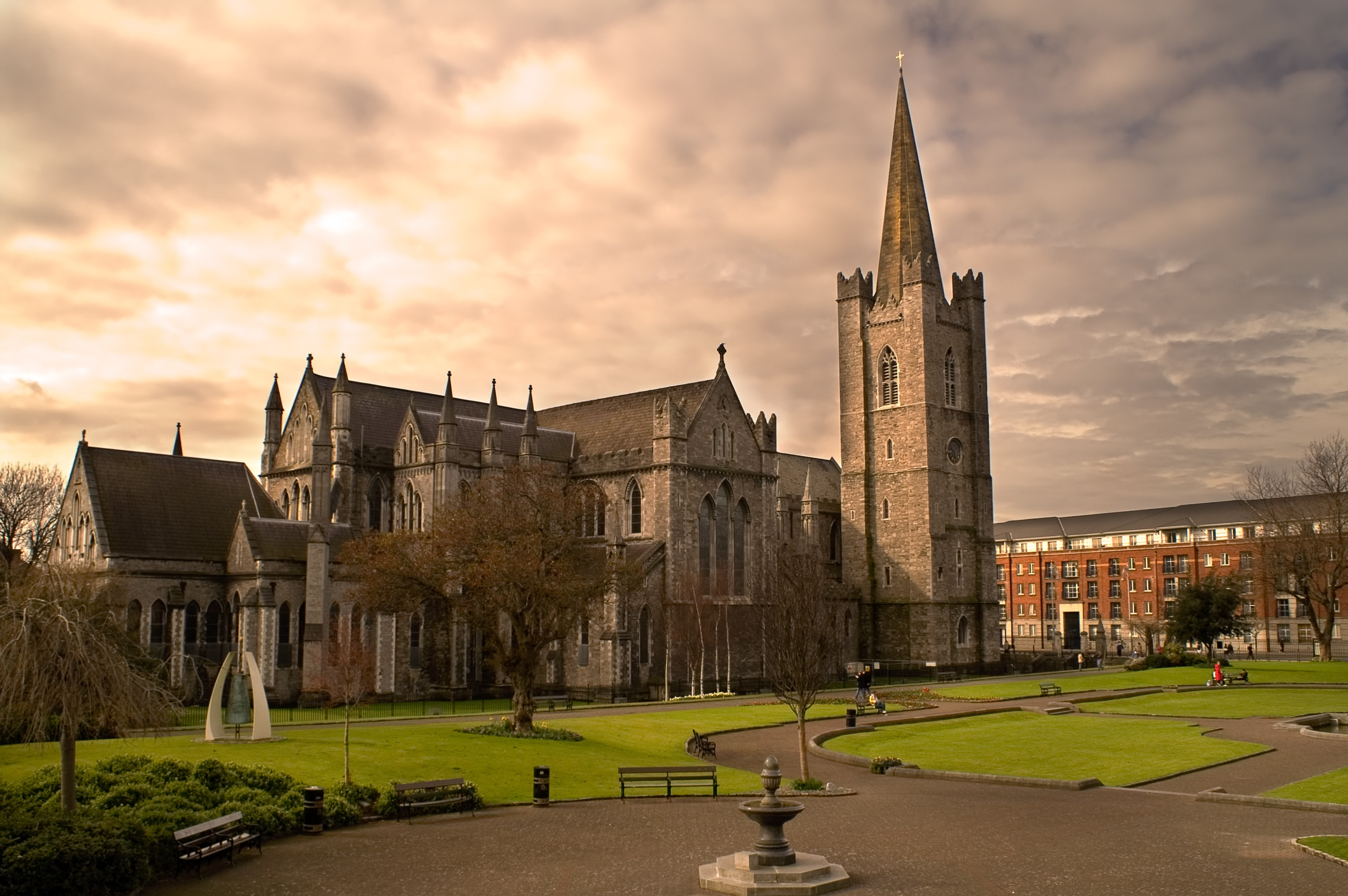 Is the sun shining on the St Patricks cathedral in Dublin right now?